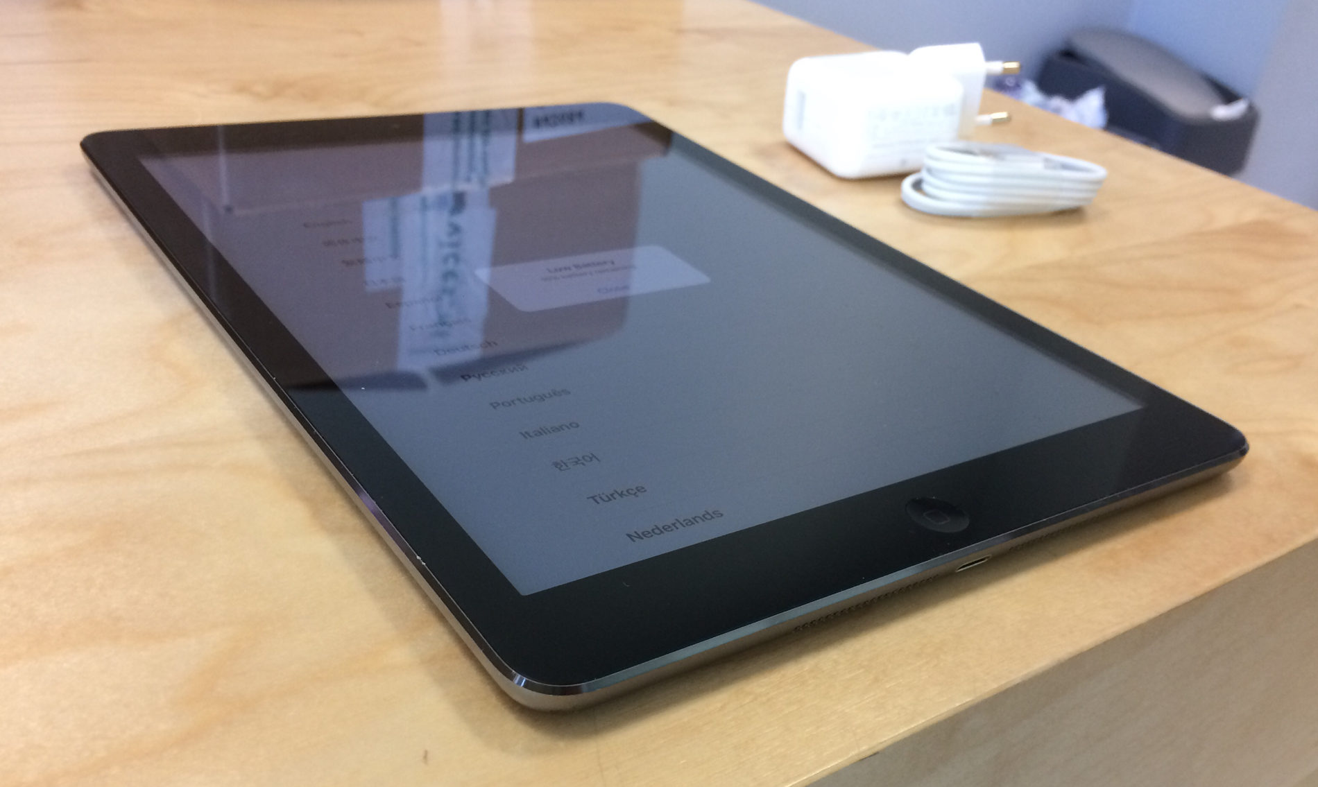 iPad Air (Wi-Fi + 4G), 64 GB, Space Gray, imagen 3