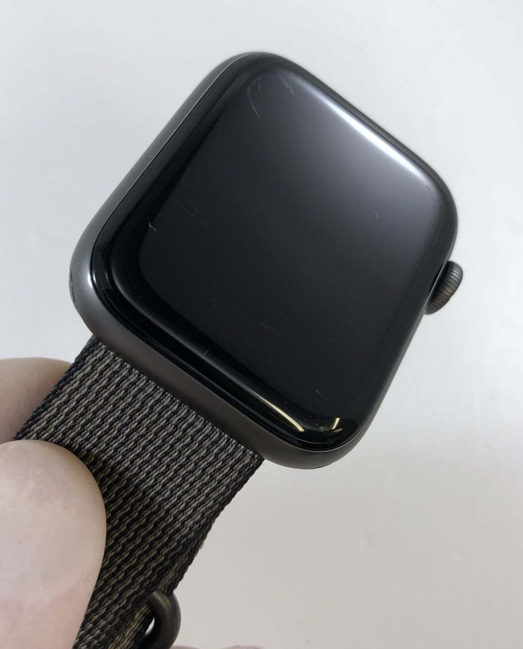 Watch Series 4 Aluminum (44mm), Space Gray, Woven nylon, imagen 3