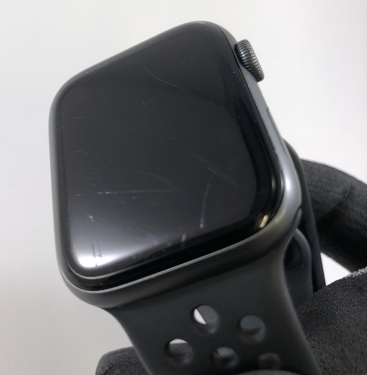 Watch Series 4 Aluminum Cellular (44mm), Space Gray, Anthracite/Black Nike Sport Band, image 3