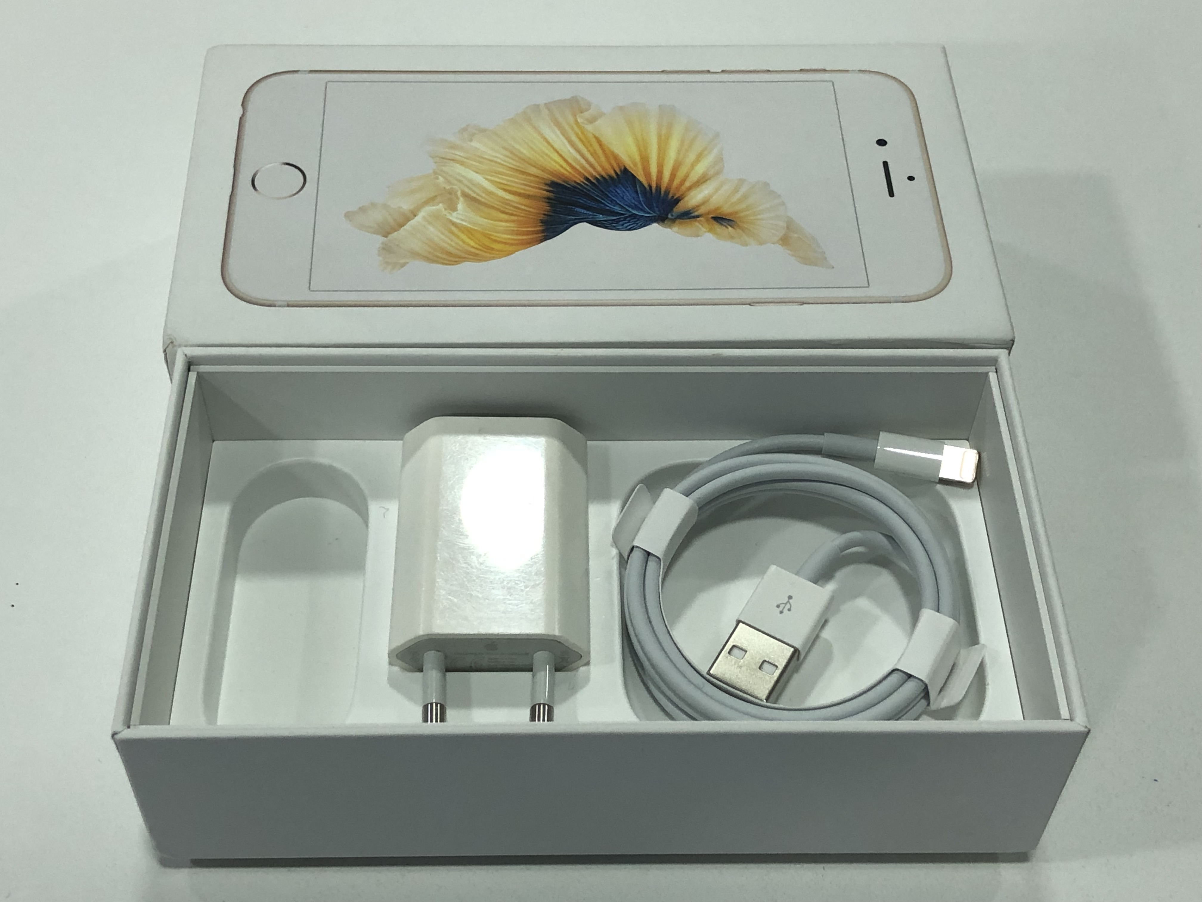 iPhone 6S 16GB, 16 GB, Gold, Kuva 3