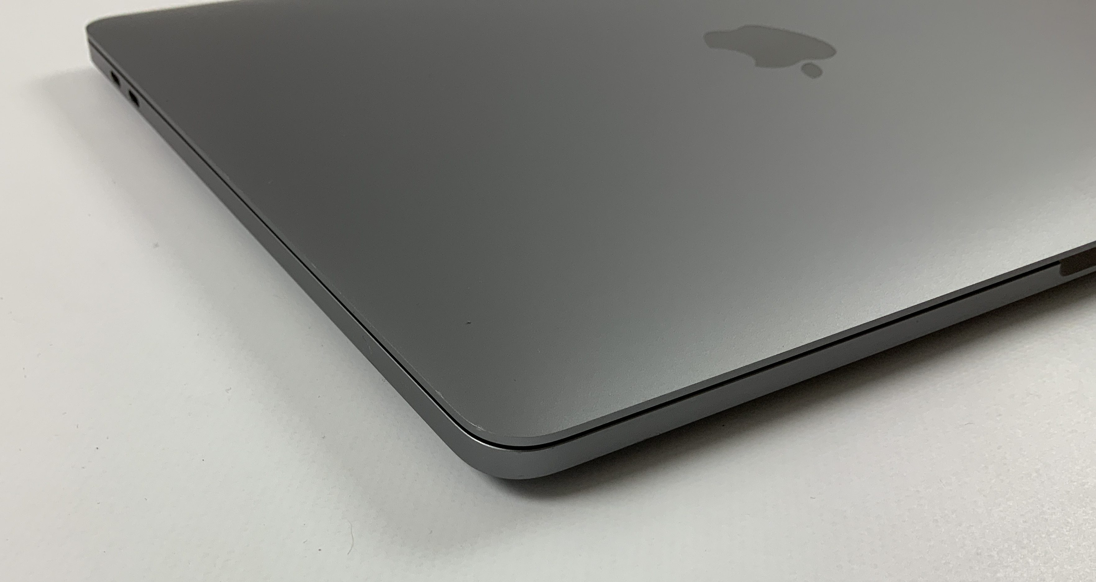 "MacBook Pro 13"" 4TBT Mid 2019 (Intel Quad-Core i5 2.4 GHz 8 GB RAM 256 GB SSD), Space Gray, Intel Quad-Core i5 2.4 GHz, 8 GB RAM, 256 GB SSD, obraz 3"