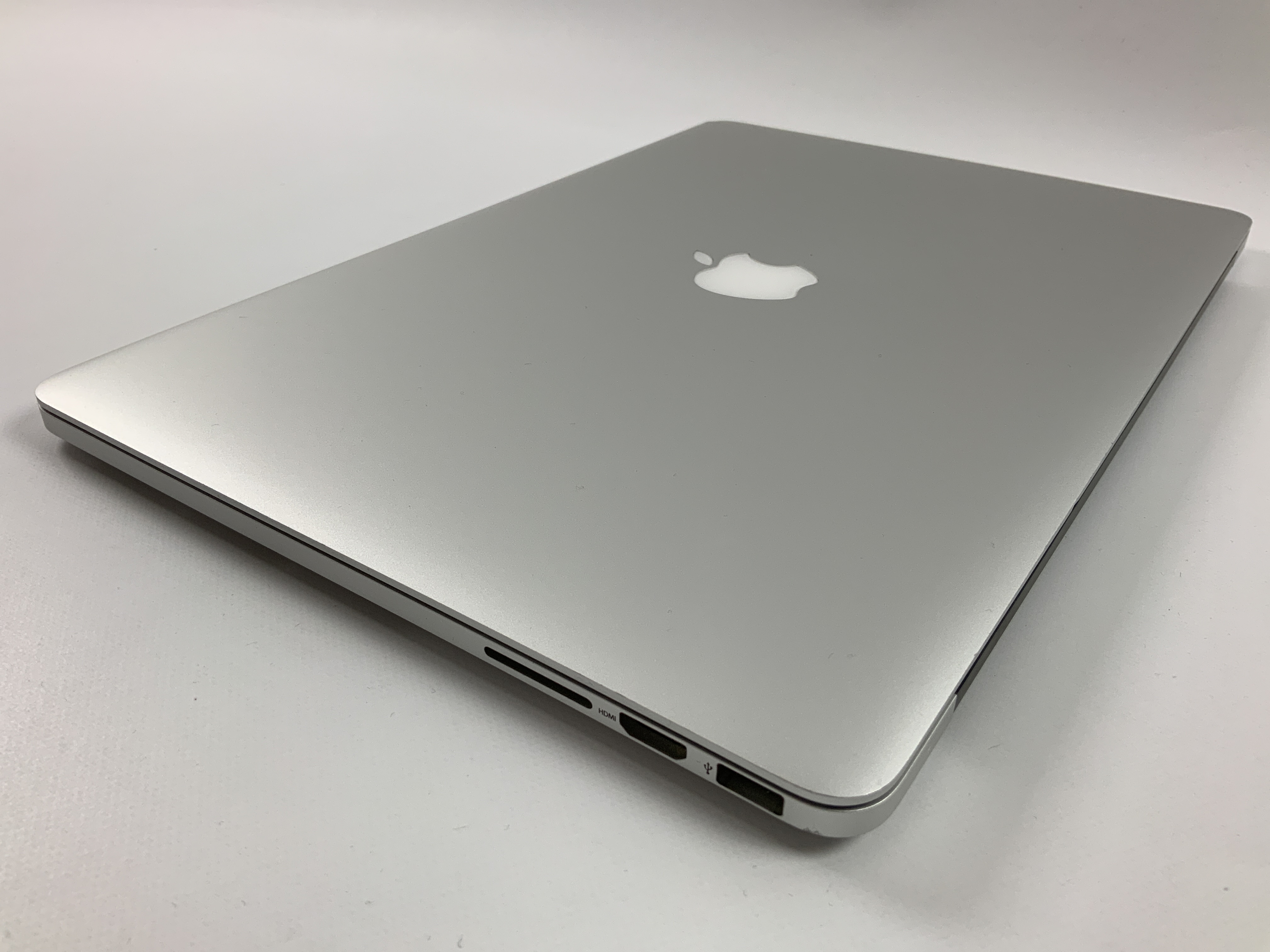"MacBook Pro Retina 15"" Mid 2015 (Intel Quad-Core i7 2.2 GHz 16 GB RAM 256 GB SSD), Intel Quad-Core i7 2.2 GHz, 16 GB RAM, 256 GB SSD, immagine 3"