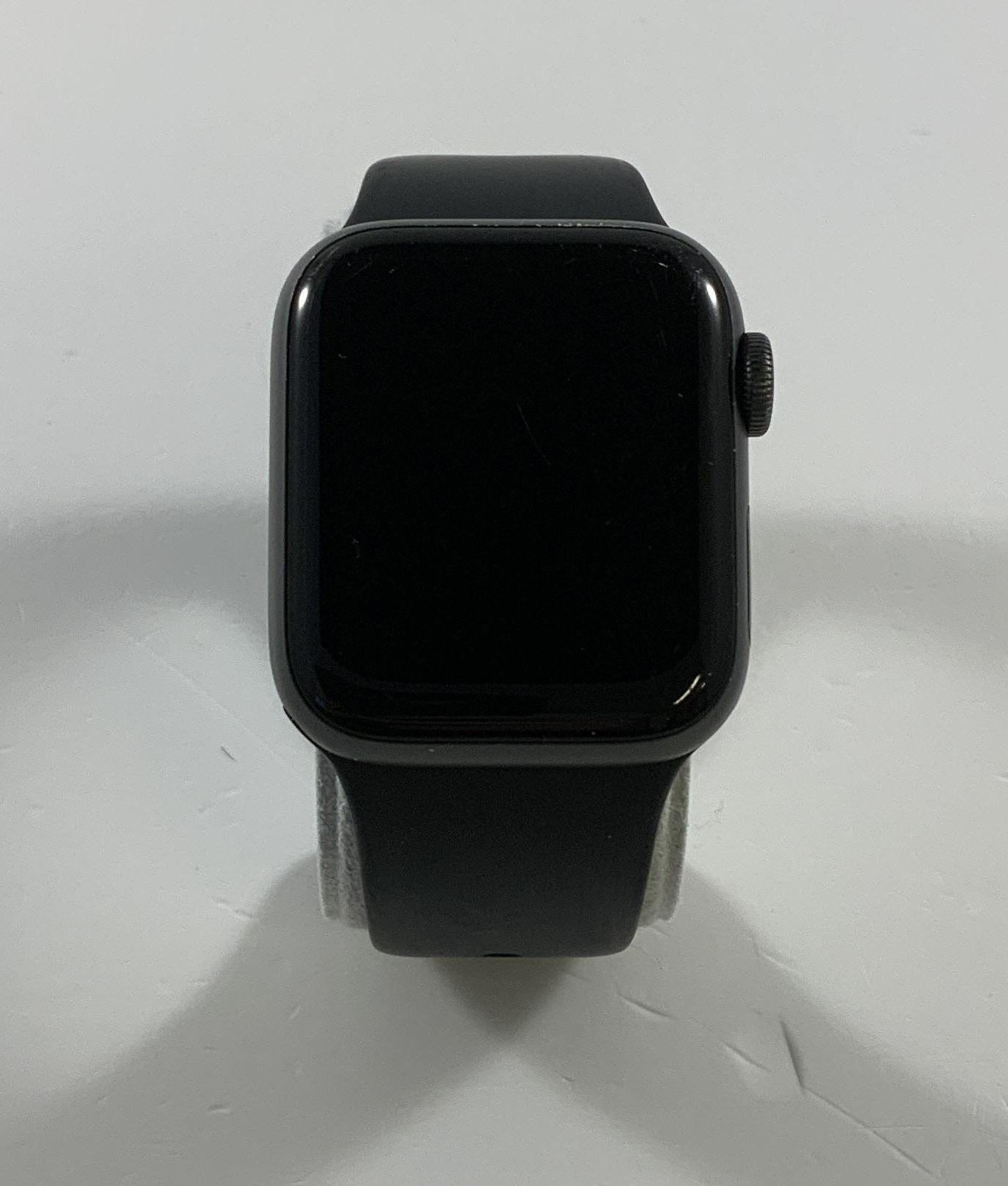 Watch Series 4 Aluminum Cellular (40mm), Space Gray, Black Sport Band, obraz 1