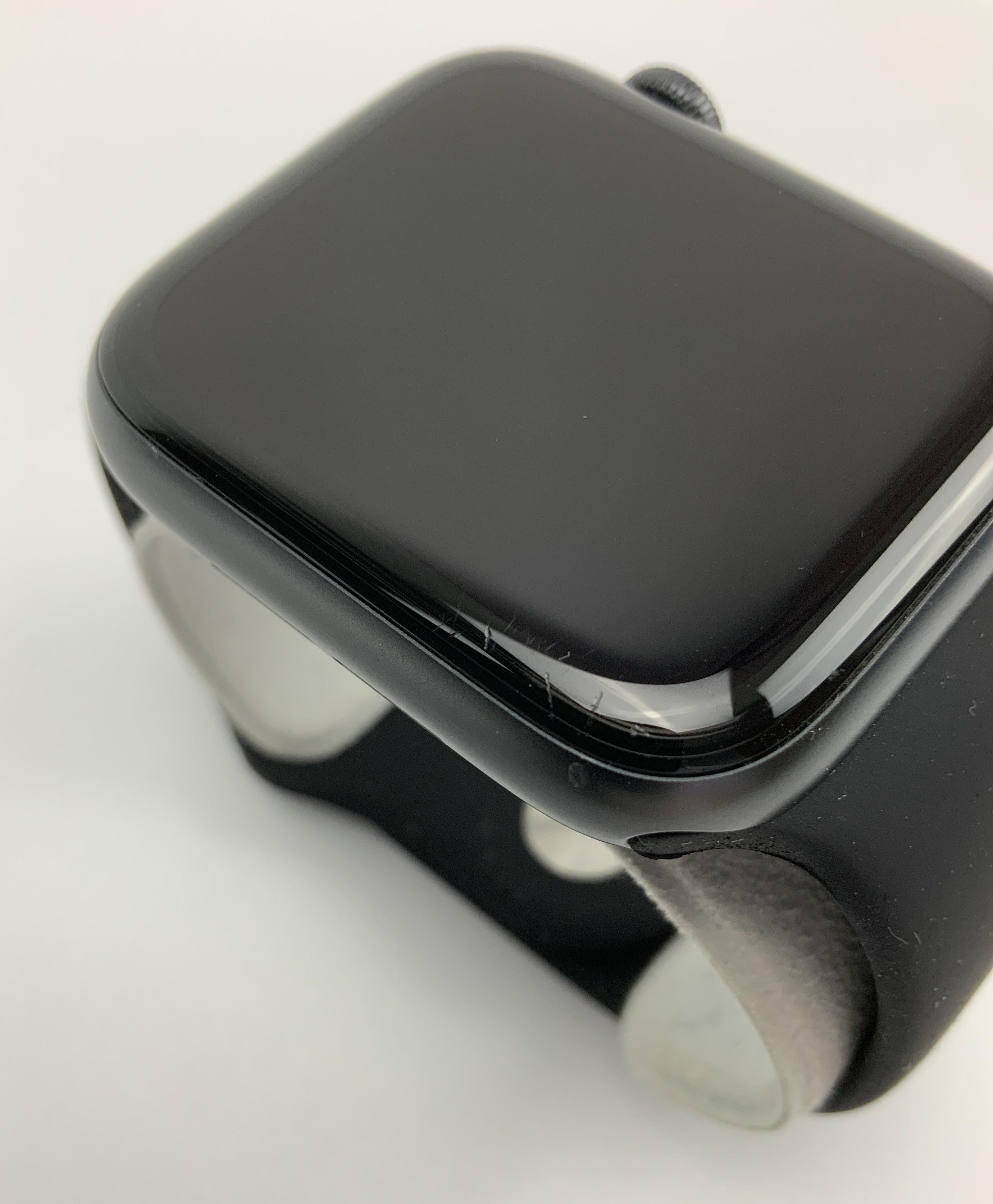 Watch Series 6 Aluminum (44mm), Space Gray, image 4